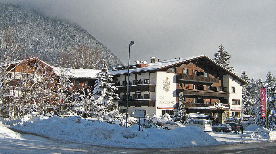 Willkommen im hotel bergland genie en sie den luxus in for Traditionelles tiroler haus